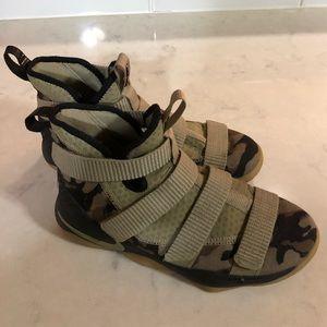 LeBron Soldier XI Nike Camo Basketball Shoes